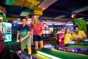 Cedar Point Castaway Bay Indoor Water Park, Hotels  Sandusky - big - 92