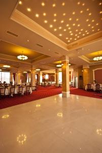 Sky Hotel, Отели  Орадя - big - 36