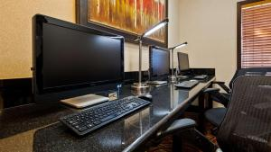 Best Western Plus Tucson Int'l Airport Hotel & Suites, Отели  Тусон - big - 12