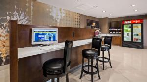Best Western Premier Milwaukee-Brookfield Hotel & Suites, Hotels  Brookfield - big - 47