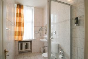 Hotelpension Margrit, Guest houses  Berlin - big - 27