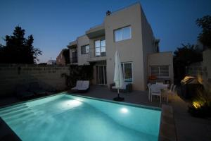 obrázek - St Julians - 450sq meter Villa with private pool