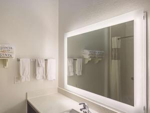 La Quinta Inn & Suites South Padre Island Beach, Hotels  South Padre Island - big - 26