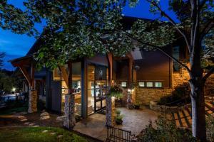 Predator Ridge Resort - Accommodation - Vernon