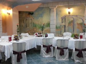 Hotel Pod Trzema Różami, Hotels  Sanok - big - 44