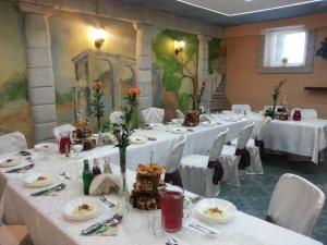 Hotel Pod Trzema Różami, Hotels  Sanok - big - 45
