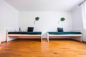 F Apart Rooms