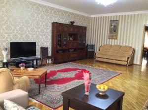 2 Bedroom Apartment Near Metro Nizami, Ferienwohnungen - Baku