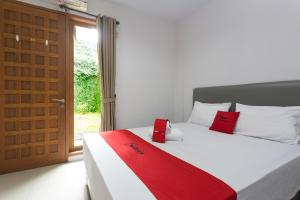 RedDoorz Plus near Cilandak Town Square 2