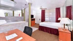Magnuson Hotel and Suites Alamogordo, Hotels  Alamogordo - big - 36