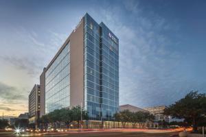 Hyatt Regency Houston Galleria - Charter Bank Building Heliport