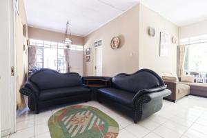 Pele Guesthouse, Penzióny  Bandung - big - 44