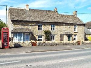 Meadow Cottage, Cirencester, Дома для отпуска  Сайренстер - big - 1