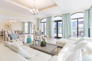 Five Bedroom Beachfront Villa on Palm Jumeirah by Deluxe Holiday Homes - Dubai