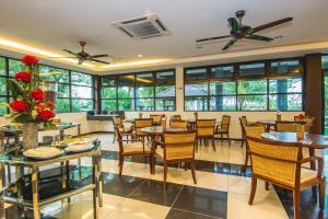 Alia Residence Business Resort, Resorts  Pantai Cenang - big - 38