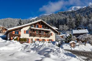Location gîte, chambres d'hotes Hotel Gai Soleil dans le département Haute Savoie 74