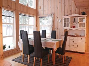 Four-Bedroom Holiday home in Vrådal