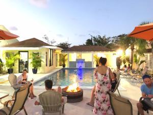 Colony Club Inn & Suites