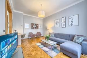Spacious And Bright Apartment Dusni 13