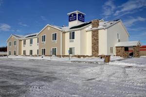 Cobblestone Inn and Suites - C..