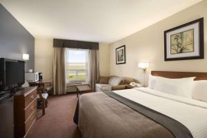 Super 8 by Wyndham Whitecourt, Szállodák  Whitecourt - big - 18