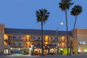 Travelodge by Wyndham Culver City - Los Angeles