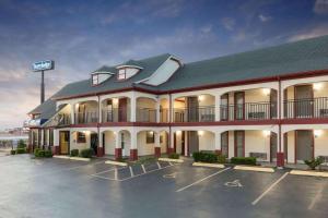 Travelodge Inn & Suites by Wyndham Norman
