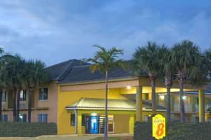 Super 8 by Wyndham Dania/Fort Lauderdale Arpt