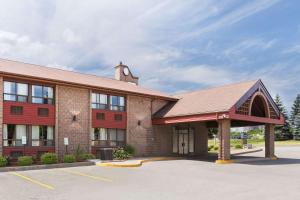 Travelodge by Wyndham Barrie on Bayfield - Oro-Medonte