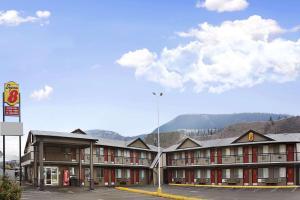 Super 8 by Wyndham Kamloops East - Accommodation - Kamloops