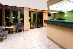 Super 8 by Wyndham Troy, Hotels  Troy - big - 9
