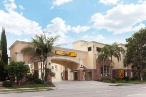 Super 8 by Wyndham Torrance LAX Airport Area - Torrance