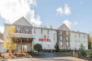 Super 8 by Wyndham Sainte Agathe Des Monts - Hotel - Sainte-Agathe-des-Monts