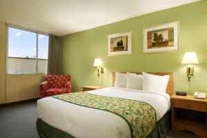Travelodge Sturgis- Michigan, Motels  Sturgis - big - 15