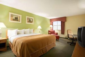 Travelodge Sturgis- Michigan, Motels  Sturgis - big - 31
