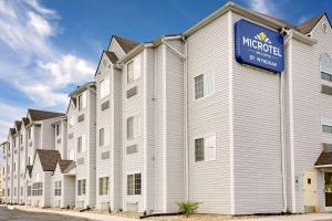 Microtel Inn & Suites by Wyndh..