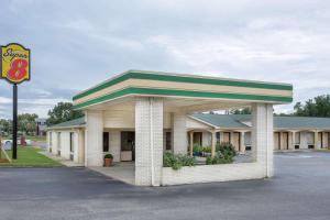 Super 8 by Wyndham Sumter, Motels  Sumter - big - 1