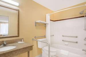 Super 8 by Wyndham Sumter, Motels  Sumter - big - 19