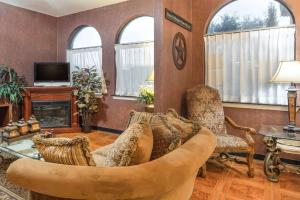 Super 8 by Wyndham San Antonio at I-10, Motels  San Antonio - big - 36