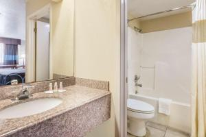 Super 8 by Wyndham San Antonio at I-10, Motels  San Antonio - big - 39
