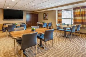 Microtel Inn & Suites by Wyndham Whitecourt, Отели  Whitecourt - big - 34
