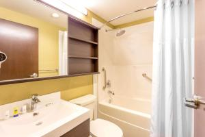 Microtel Inn & Suites by Wyndham Whitecourt, Отели  Whitecourt - big - 28