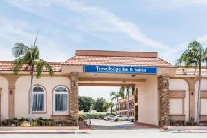 Travelodge Inn & Suites by Wyndham Bell Los Angeles Area - Bell