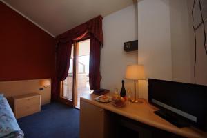 Hotel Alpi, Hotel  Malcesine - big - 34