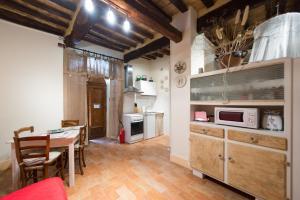 Appartamenti turistici Vicolo S. Chiara, Apartmanok  Sassoferrato - big - 4