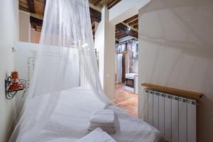 Appartamenti turistici Vicolo S. Chiara, Apartmanok  Sassoferrato - big - 2