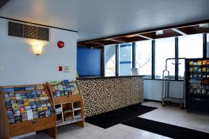 Travelodge by Wyndham Milwaukee, Отели - Милуоки
