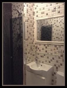 Spot inn GreyWhite Apartment