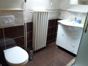 Kaiser Apartman, Ferienwohnungen  Hévíz - big - 37