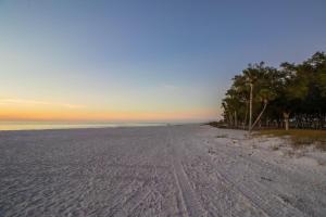 Sunset Beach 204, Dovolenkové domy  Ilexhurst - big - 43